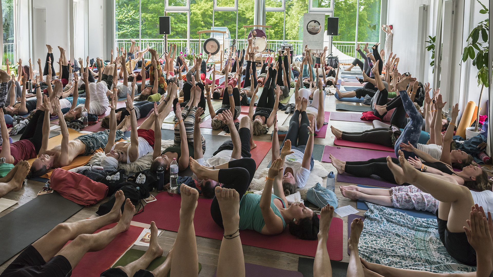 Yoga Love Festival auf der Insel Plauer Werder. Gong-Yoga-Meditation mit Kostan Aldente. Mecklenburg, 17.06.2017