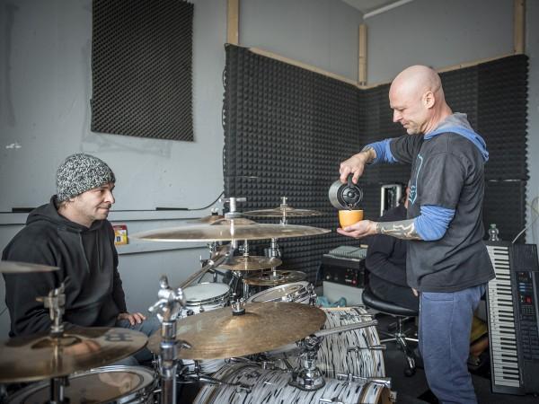 KNORKATOR-Probe, mit Stumpen (Sänger), Alf Ator (Keyboarder, Komponist und Texter), Buzz Dee (Gitarrist), Nicolaj Gogow (Schlagzeuger), Rajko Gohlke (Bassist). Proberaum im Orwo-Haus. Berlin, 06.11.2015