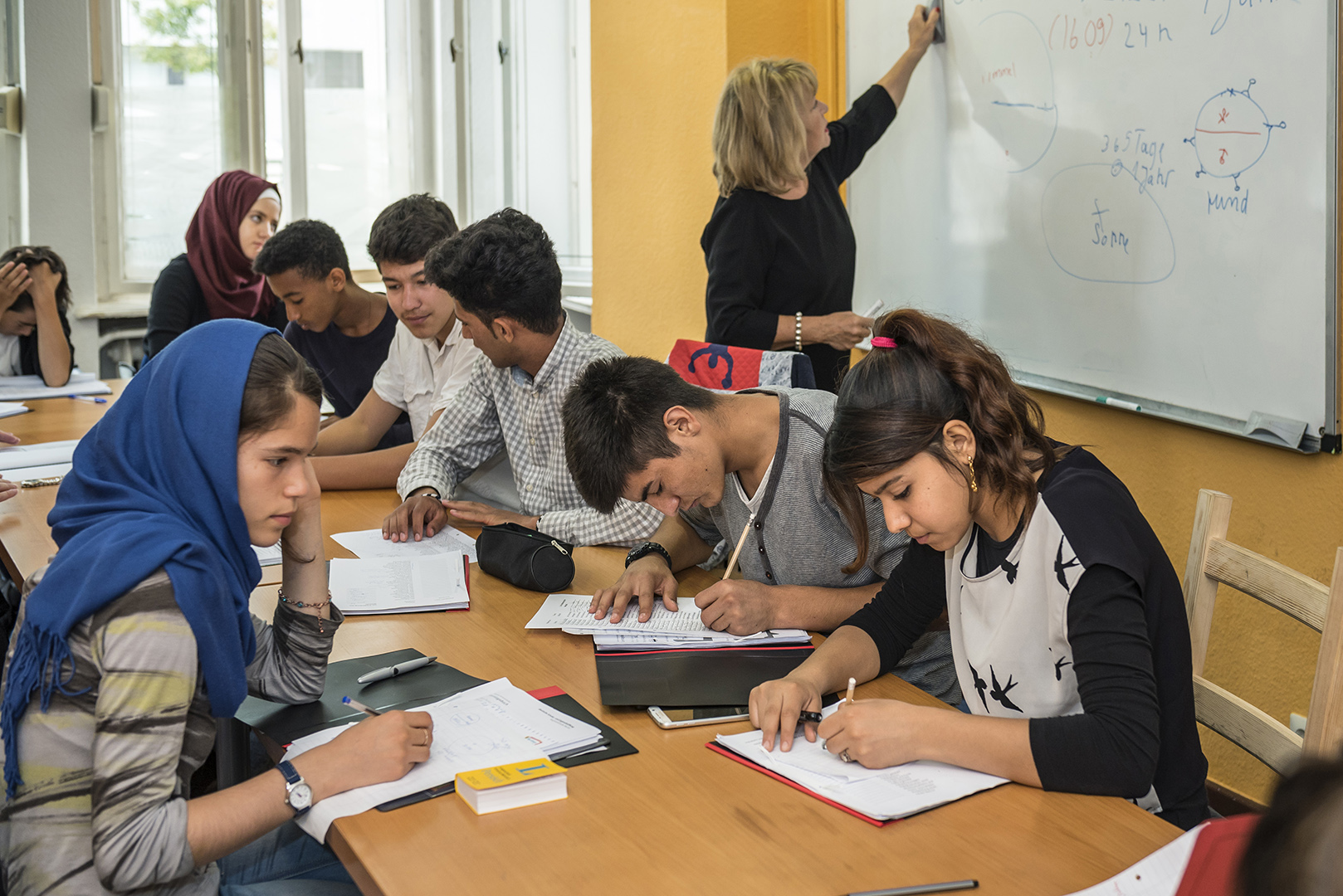 "Participants at the refugee summer school at ""lehrreich"" in Berlin-Wilmersdorf. Learning the local language is a vital step to continuing a disrupted education. Summer schools help keep young refugees on track to join regular school classes. Germany, Berlin, 29/08/2016"