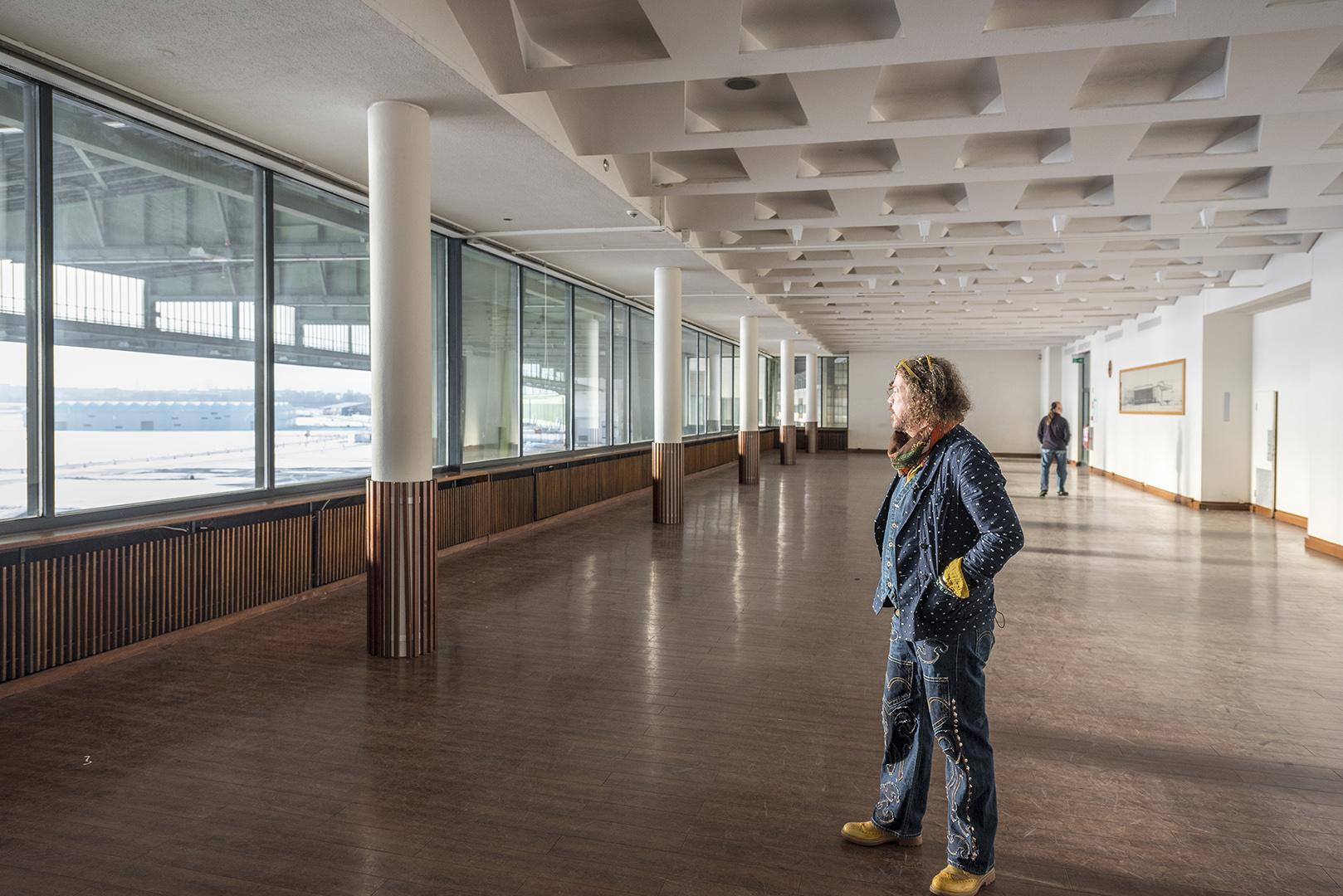 Buzz Dee von der Band Knorkator im ehemaligen Restaurant vom Flughafen Tempelhof. Berlin-Tempelhof, 16.01.2017